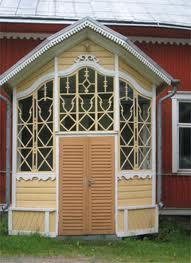 Caratteristico preingresso di una casa antica in legno di Siikainen