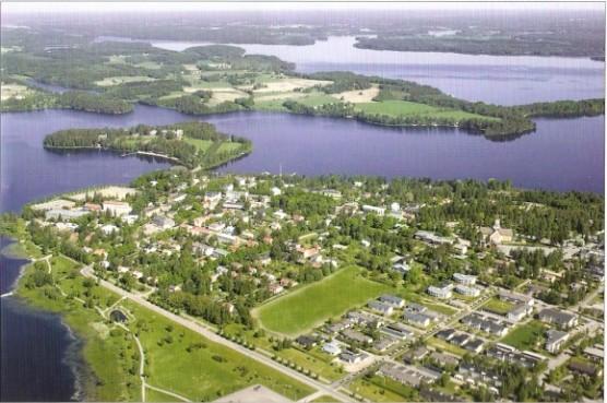 Immagine aerea del centro di Ikaalinen del il Lago Kyrösjärvi